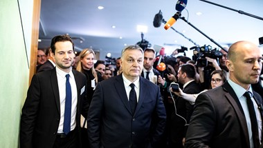 Határozatlan időre függesztené fel a Néppárt a Fideszt