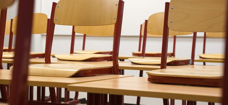 A szülők oldják meg az iskolán belüli problémákat, hiába várják a felújítást