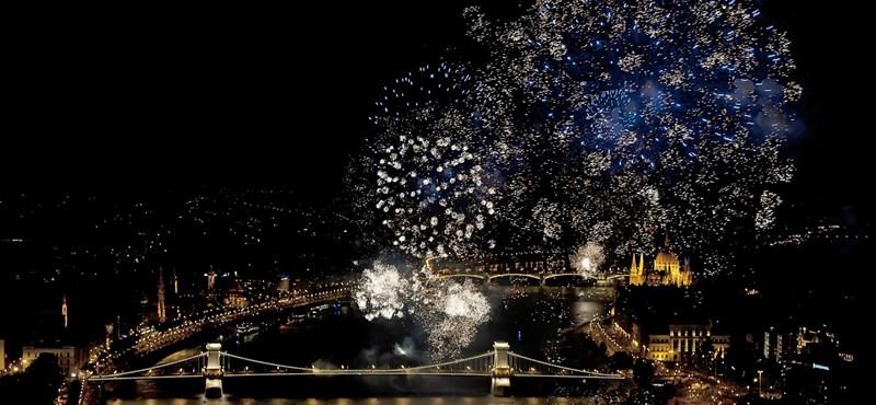 Fotók: Így pukkantak a tűzijátékok a szép Budapest felett