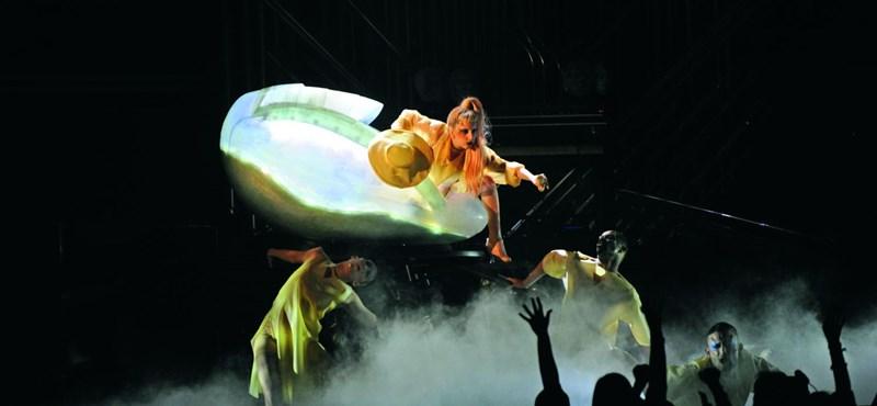 Bőkezűen kárpótolta csalódott rajongóit Lady Gaga – fotó, videó