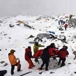 Nepál kitiltaná a kezdő mászókat az Everestről