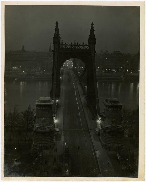Budapest, Ezsébet-híd esti fényben, 1925 k - Magyar sorsok és életművek - Nagyítás-fotógaléria, kiállítás