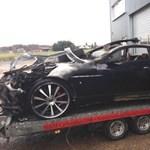 Lángra lobbant és kiégett egy Aston Martin – fotó