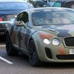 Scholes autóját megfújták, Balotelliét levizelték