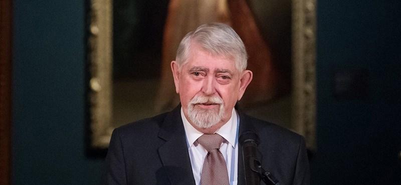Új iskolát kap Budakalász, Kásler tette le az alapkövét