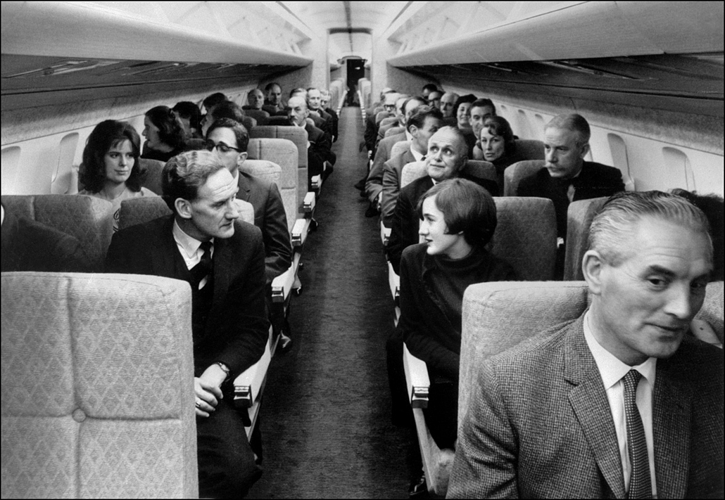 afp.1970. - Essone, Franciaország: Utasok a repülőn - Concorde, repülőgép, nagyítás