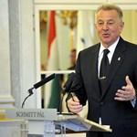 Schmitt Pál szerint a magyar nyelv is bajban van