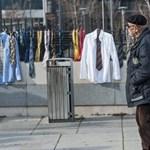 Teleaggatták nyakkendővel az új ruhára áhítozó koszovói kormányfő hivatalának kerítését