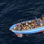 A parti őrség egyenruhájában fosztogatták a menekülteket