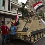 Elnökbuktatás: ismét a hadsereg lépett Egyiptomban – Nagyítás-fotógaléria