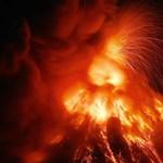 Lenyűgöző timelapse videó készült a lávát okádó Mayon vulkánról