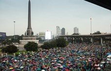 Ismét ezrek tüntetnek Thaiföldön a kormány ellen