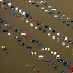 A nap képe: Több száz parkoló autót lepett el a megáradt Mississippi