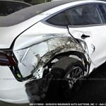 Mi van itt? Újabb Tesla Model 3-at törtek össze