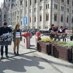 """Bírságot kaptak, fellebbeznek a """"röghöz kötés"""" alaptörvénybe foglalása ellen tiltakozó diákok"""