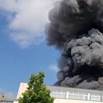 Katasztrófavédelem: Nem jutott veszélyes anyag a levegőbe az angyalföldi raktártűznél