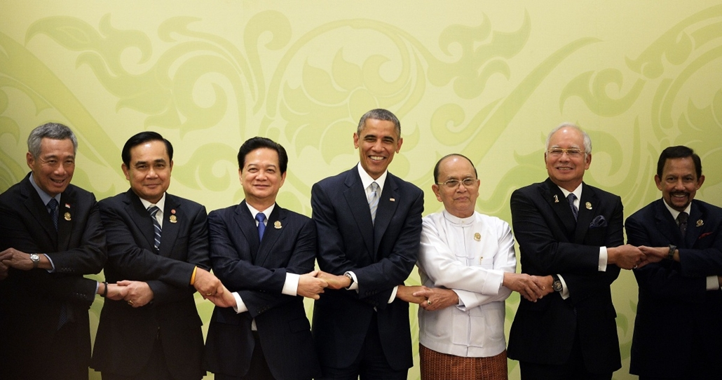 afp. hét képei - Naypyidaw, Mianmar, Barack Obama, 2014.11.13. (From L) Singapore's Prime Minister Lee Hsieng Loong, Thailand's Prime Minister Prayut Chan-O-Cha, Vietnam's Prime Minister Nguyen Tan Dung, US President Barack Obama, Myanmar's President Thei