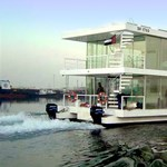 Luxus úszóház a tengeren – ahogy csak Dubai-ban elképzelhető