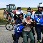 Helyi gazdák tüntetése miatt le kellett állítani a Tour de France-t