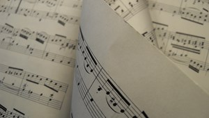 1,3 milliárd dollárral támogatja az amerikai iskolákat a híres zeneszerző