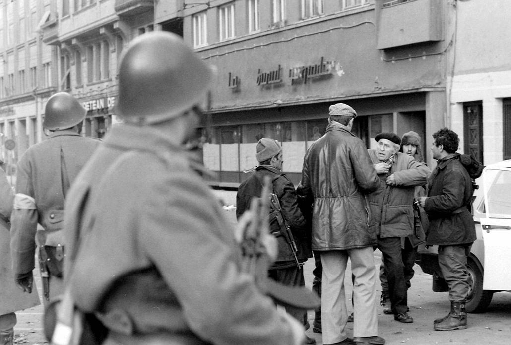 fortepan. Temesvár 1989, román forradalom - Katonák, igazoltatás