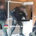 A lakásba betörő rendőrök ébresztették a drogkereskedőket – videó