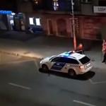 Megható videó: rendőrök segítettek egy idős férfinak