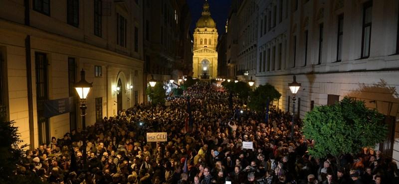 Szél Bernadett nem az LMP, hanem a Momentum tüntetésén beszél