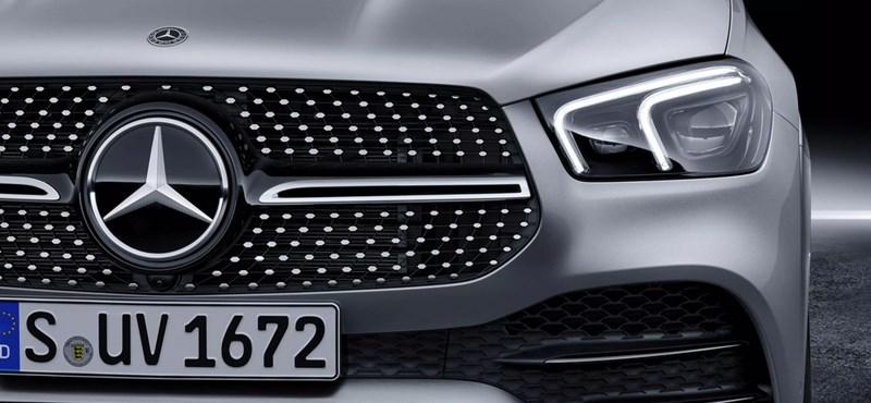 Balesetveszélyes lehet a világító Mercedes csillag - szervizbe kell vinni az autókat