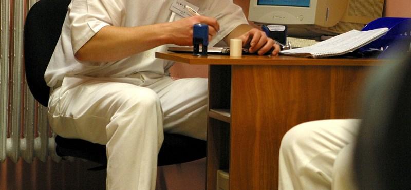 Durván csökkent 500 orvos fizetése a béremelés után