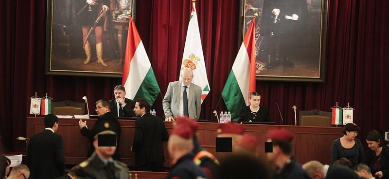 Kihúzza a Fidesz a fővárosi közgyűlést az ellenzék alól