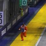 Mit rohangált egy ember az F1 futama közben a pályán? - videó
