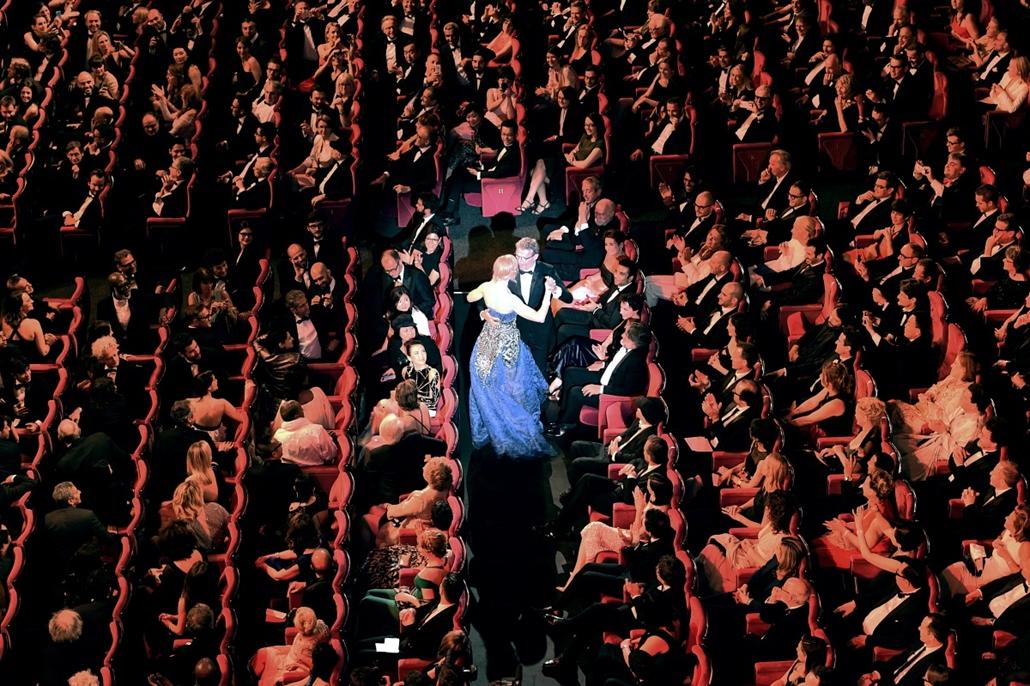 afp.14.05.14. - Cannes , Franciaország: Nicole Kidman és Lambert Wilson érkezése a 67. Cannesi Filmfesztivál nyitóünnepségére - 7képei nagyítás