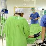 A rezidens orvosok fele nem írná alá az új jogviszonyt, ha van más választásuk