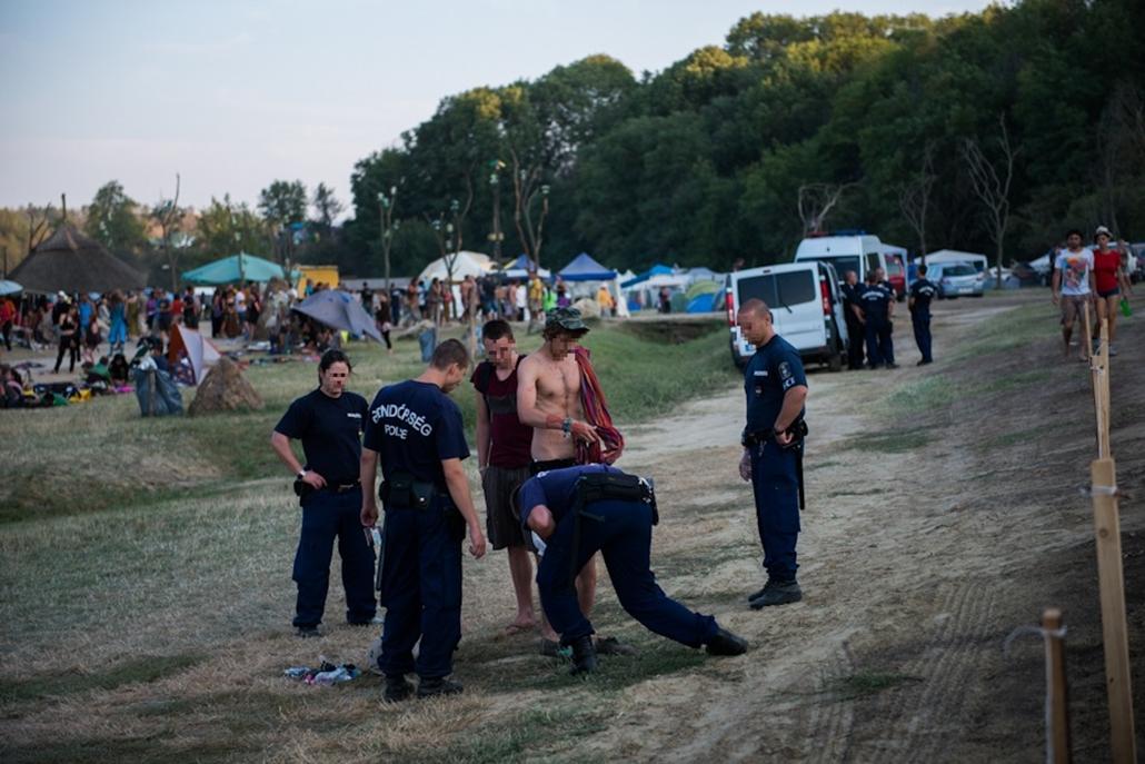 rendőri intézkedés ozora cenzúrázva