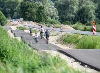 Öt dombot is beleépítettek egy kerékpárútba Bajorországban