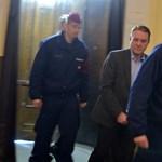 Tarsoly Csaba ül ma a vádlottak padján, 30 ezer sértett figyelhet