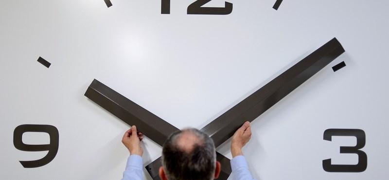 A magyar kormánynak még nincs véleménye az óraátállításról