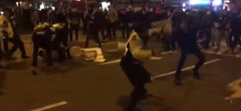 Ismét összecsaptak a rendőrök a tüntetőkkel Hongkongban