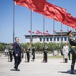 Az Amnesty vezetője a Fülkében: A kormány is fogad el pénzt külföldről – Kínától és Oroszországtól