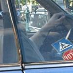 Van egy KRESZ-szabály, amit a magyar autósok fele nem tart be – és ön?