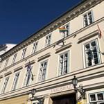 A budavári Városházára is kikerült a szivárványos zászló