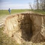 Megnyílt a föld egy Somogy megyei falu mellett - fotók