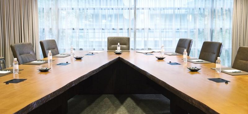 20 milliárd forintért venne bútorokat a kormány
