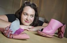 Ananászlevélből divatos lábbeli - a fenntarthatóság jegyében készül a magyar dizájnercipő