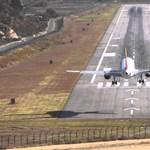 Csupán 10-20 olyan pilóta van a világon, aki képes leszállni ezen a repülőtéren – videó