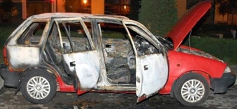 A bajai polgármester az ellenzéket gyanúsítgatta, pedig egy 17 éves fiú gyújtott fel autókat