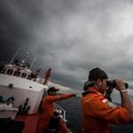 Eltűnt maláj gép: 122 tárgyat találtak az Indiai-óceánon