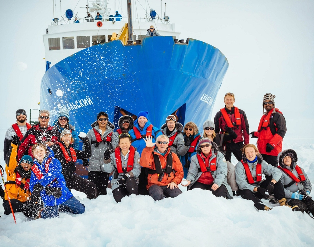 mti. hét képei - 2013.12.19. Jégbe szorult orosz hajó az Antarktisztnál