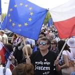 Varsó: kormányellenes tömegtüntetés